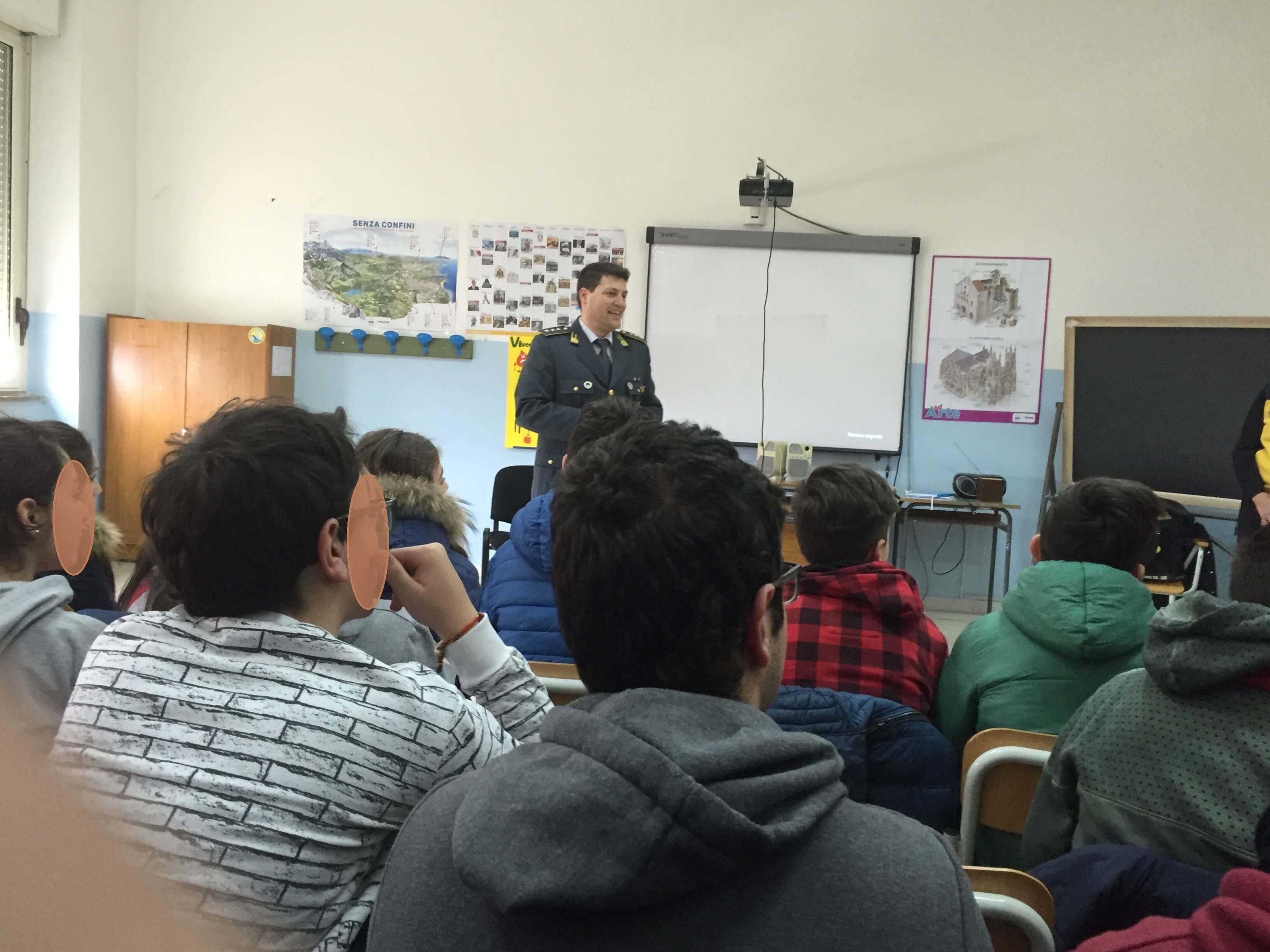 """A scuola con la GdF: il progetto """"Educazione alla legalità economica"""""""