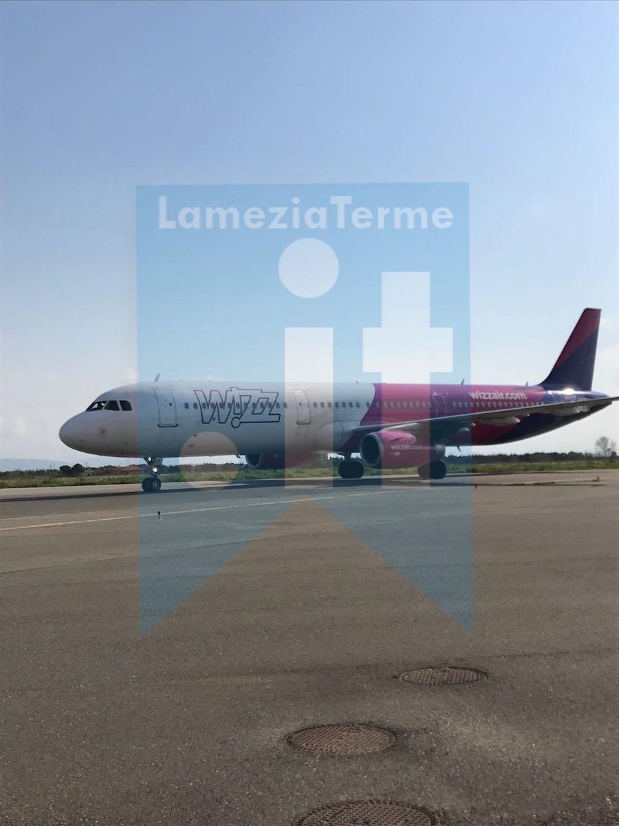 Aeroporto Bucarest : Aeroporto lamezia inaugurato il collegamento per bucarest