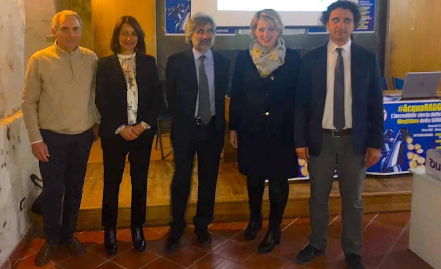 """Dalila Nesci e Paolo Parentela (M5S) a Pizzo per la seconda tappa di """"AcquaRaggia""""."""