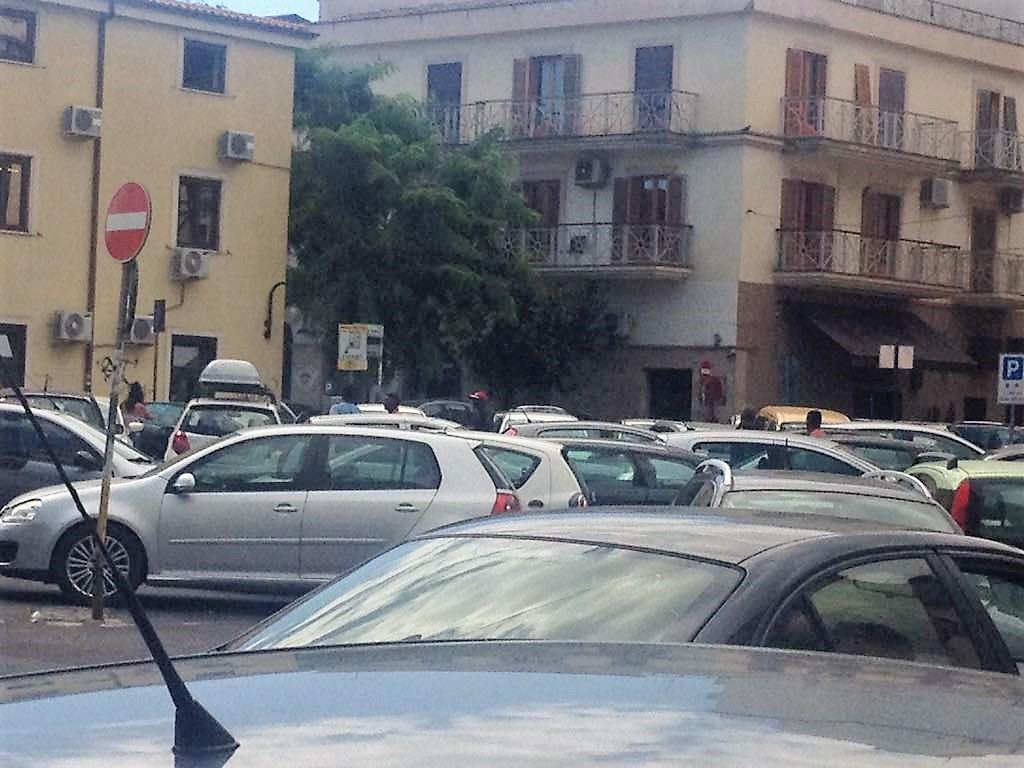 Crotone, parcheggiatori abusivi - LameziaTermeit