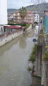 Coldiretti denuncia danni all'agricoltura, strada allagata a Nocera