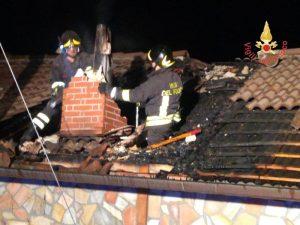 In fiamme un'abitazione a Cerva, l'intervento dei vigili del fuoco di Catanzaro