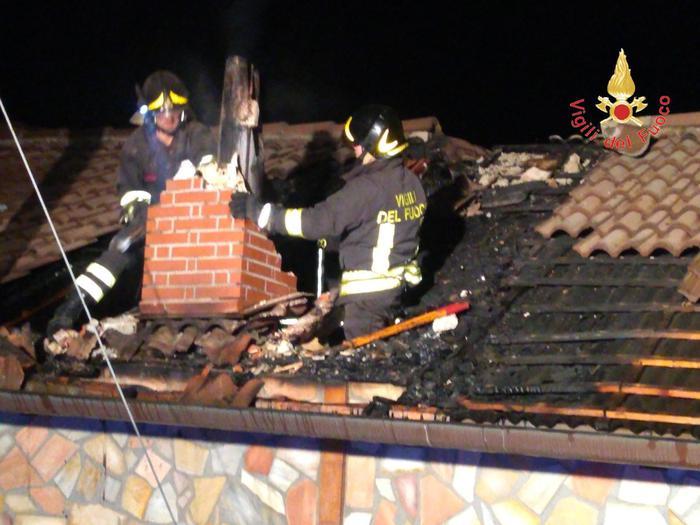 incendio in un'abitazione a Cerva, l'intervento dei vigili del fuoco di Catanzaro