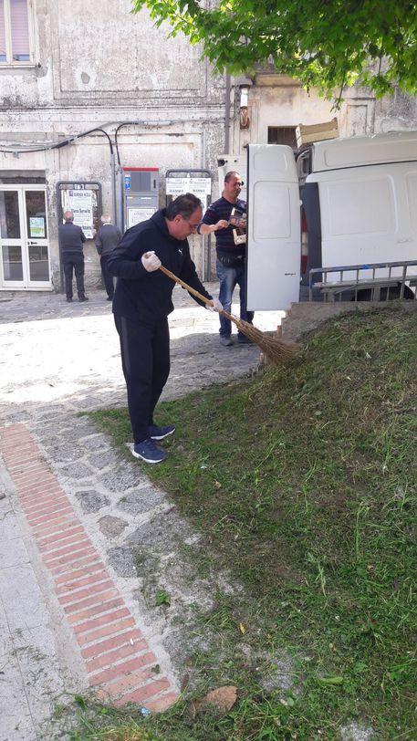 Chiaravalle Centrale. Sindaco e cittadini netturbini volontari