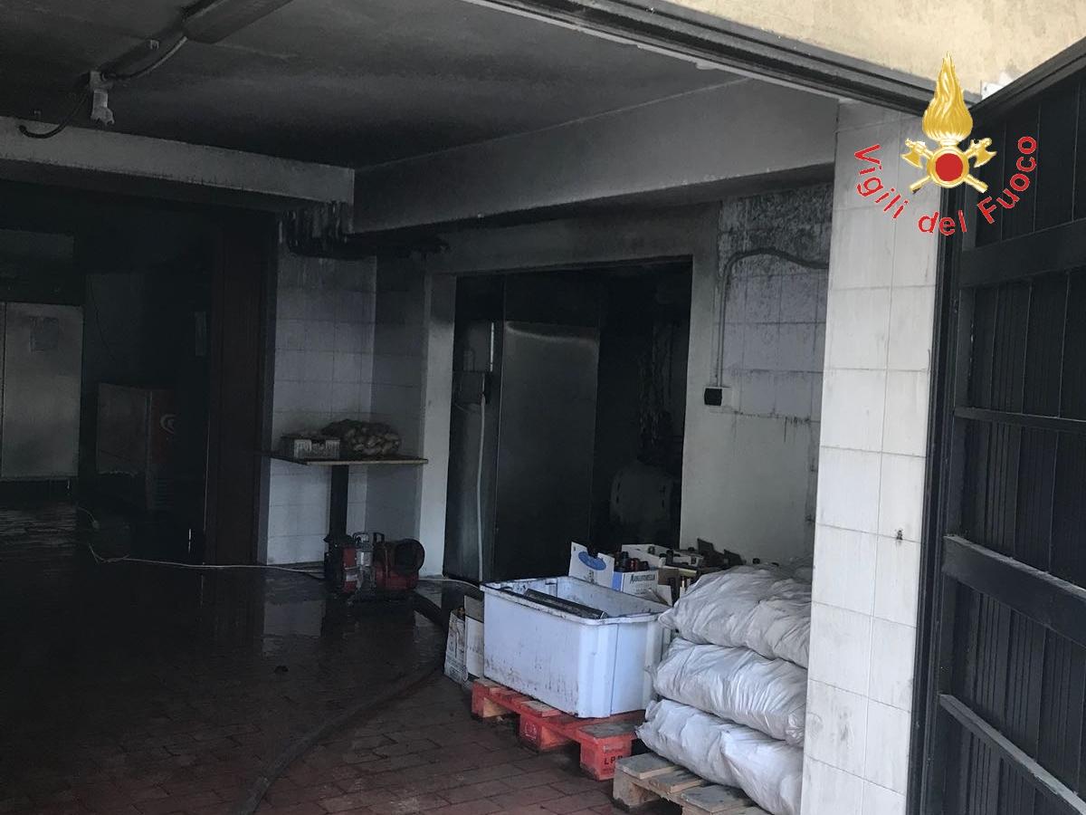 incendio a ristorante di Soverato-LameziaTermeit