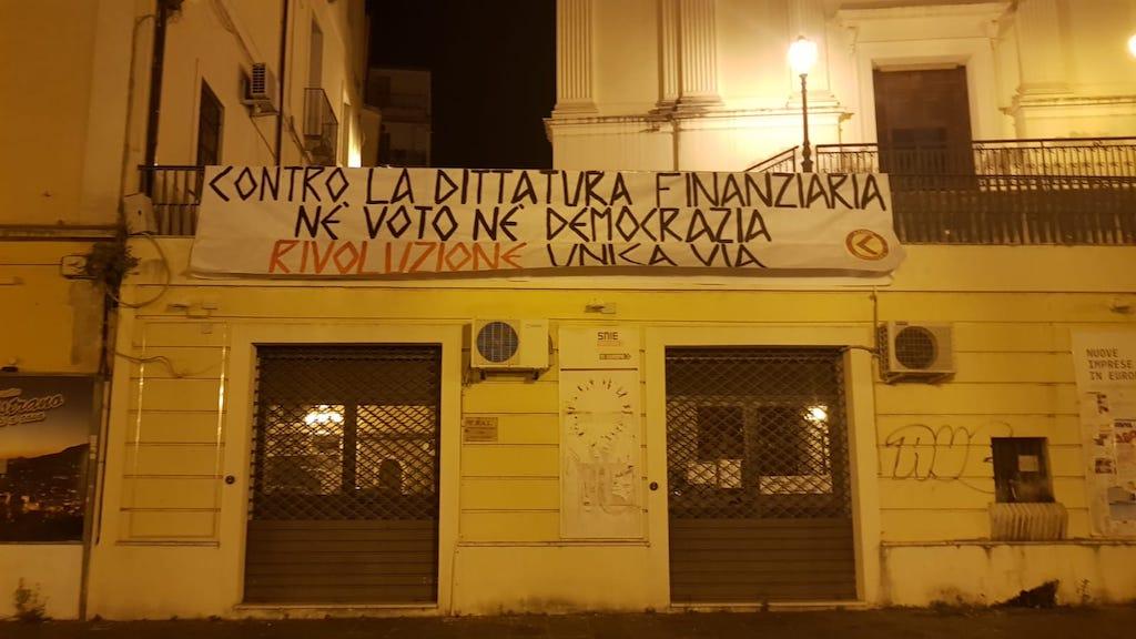 Lamezia. Azione Identitaria affigge striscione contro dittatura finanziaria