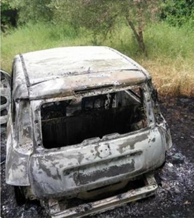 Limbadi. Ritrovata incendiata auto duplice omicida