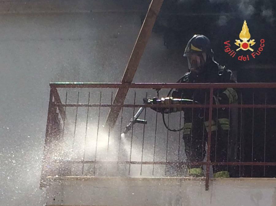 Nocera Terinese. Vigili del fuoco domano incendio in abitazione
