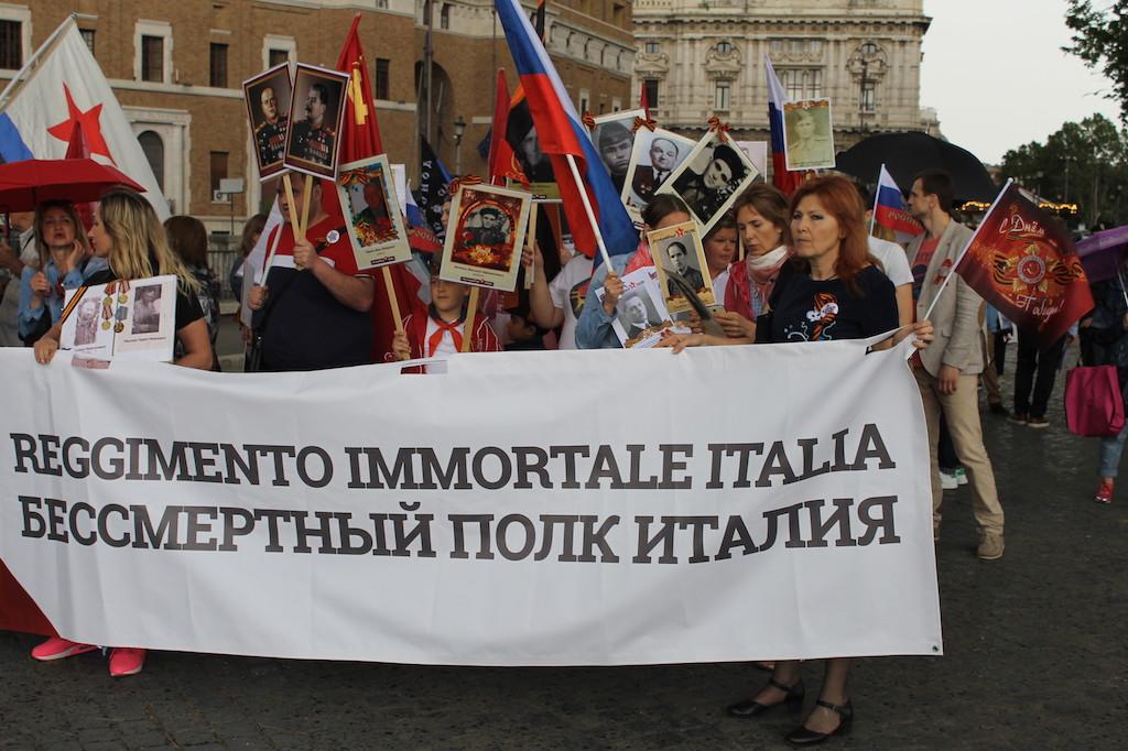 Il Reggimento Immortale Russo ha sfilato a Roma e Napoli