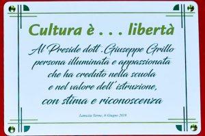 La targa in ricordo del preside Giuseppe Grillo