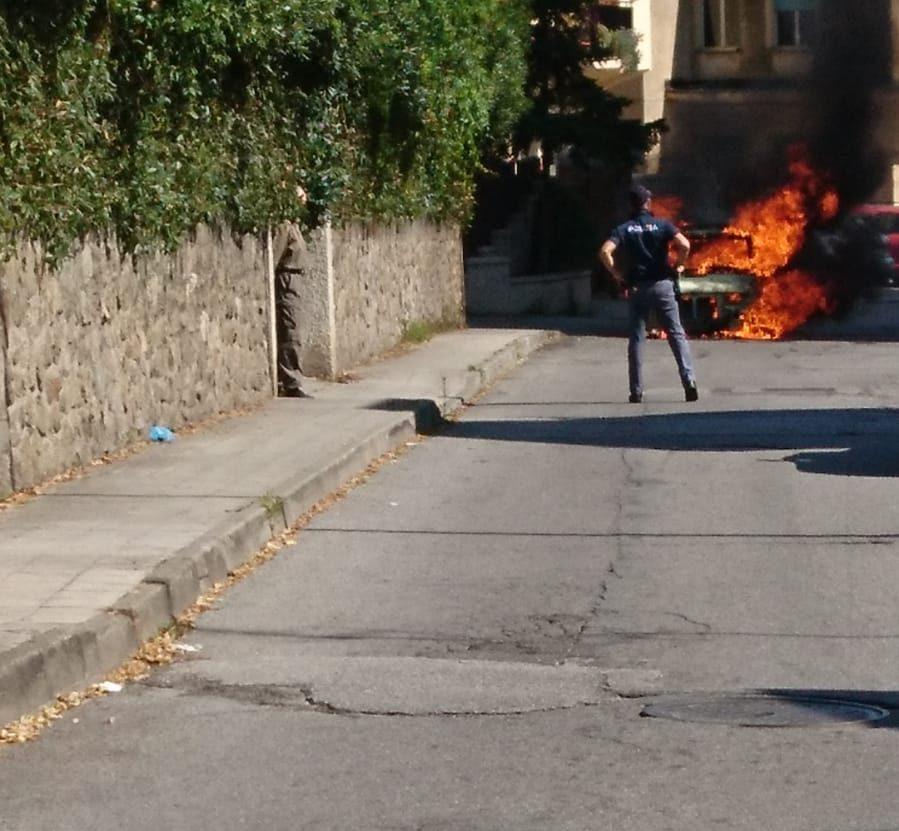 auto in fiamme a Lamezia-LameziaTermeit