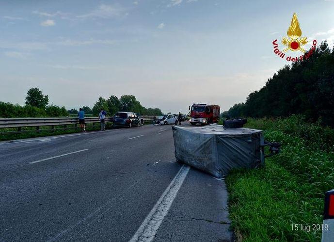 famiglia distrutta in incidente-LameziaTermeit