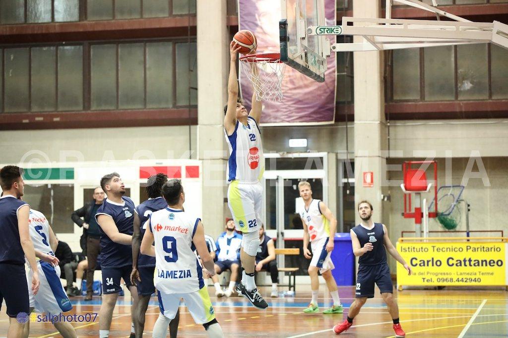 Basketball Lamezia, riconfermato il lametino Franco Gaetano