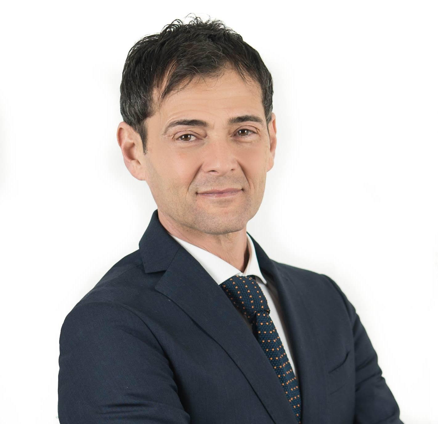 Cosenza. Sapia (M5S) fa sospendere al dg Mauro le procedure per 14 nuovi primari