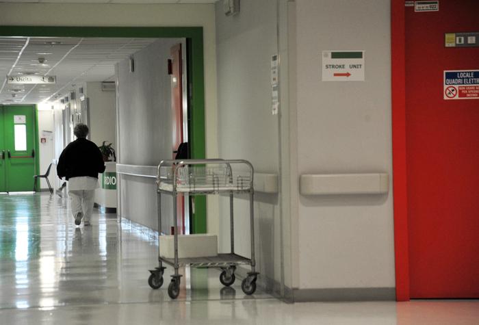 Crotone. Medico comunica morte paziente, picchiato