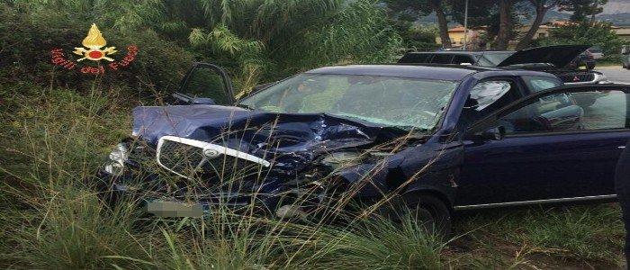Incidente stradale a Gizzeria, grave una donna