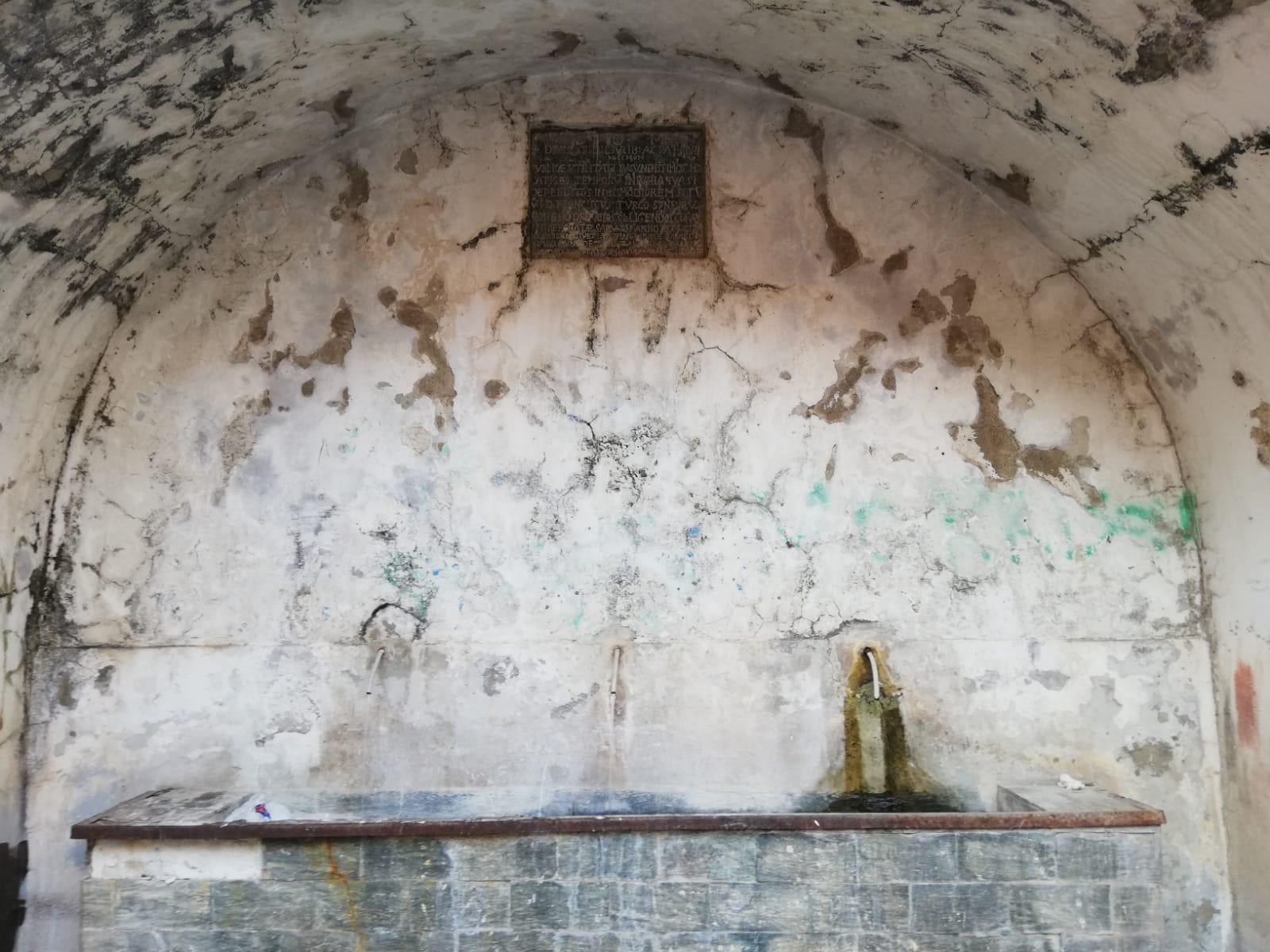 La fontana di Cafaldo: decifrato (dopo tre secoli circa) il marmo in latino