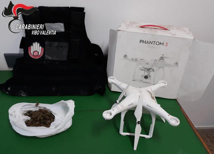 Nicotera. Trovati marijuana e drone in un casolare abbandonato