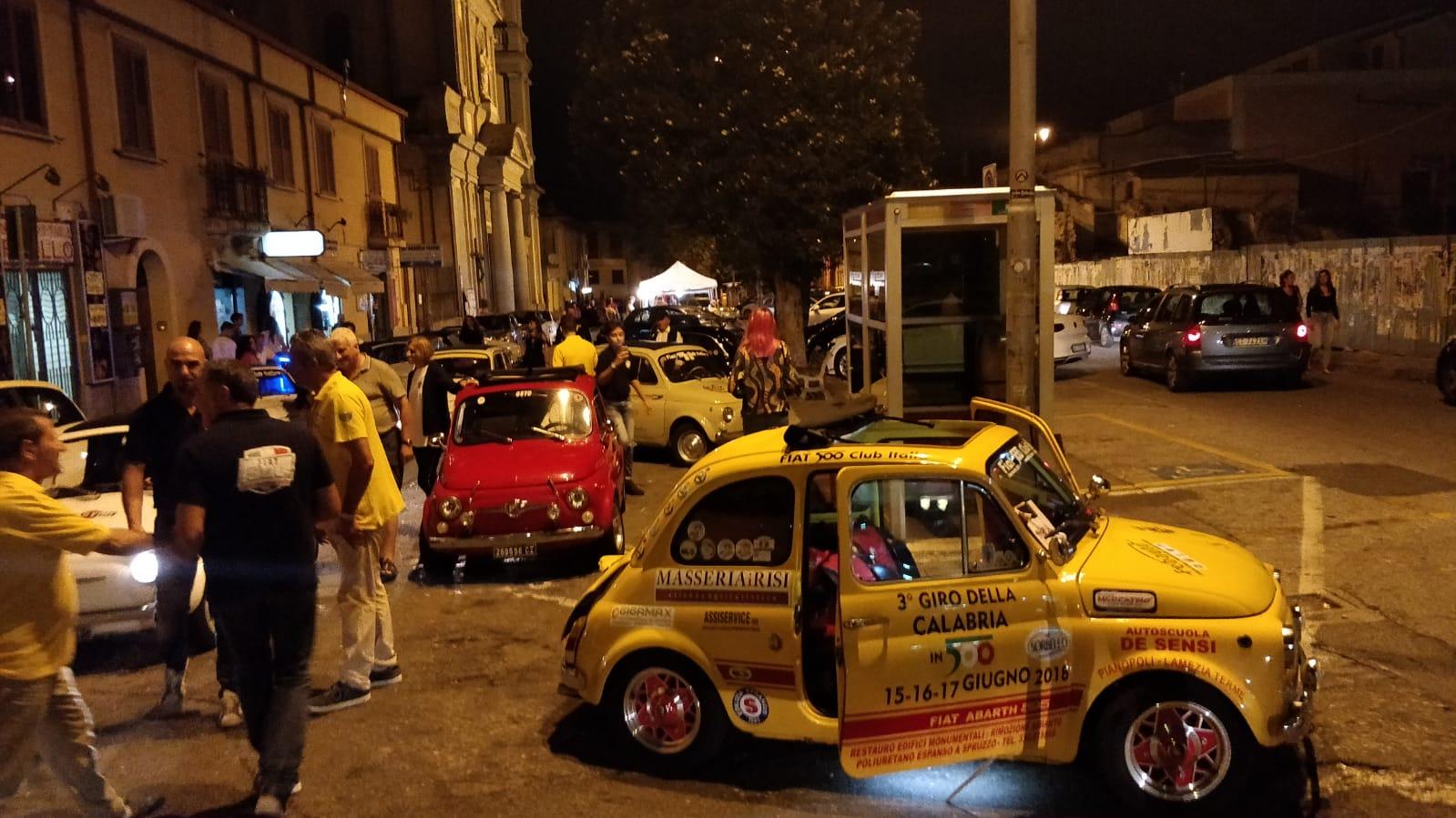 alla notte bianca il Fiat 500 club Italia coordinamento di Lamezia-LameziaTermeit
