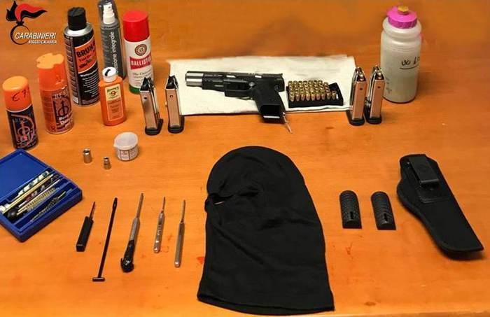 Bagnara Calabra. Pistola e munizioni in garage, arrestato