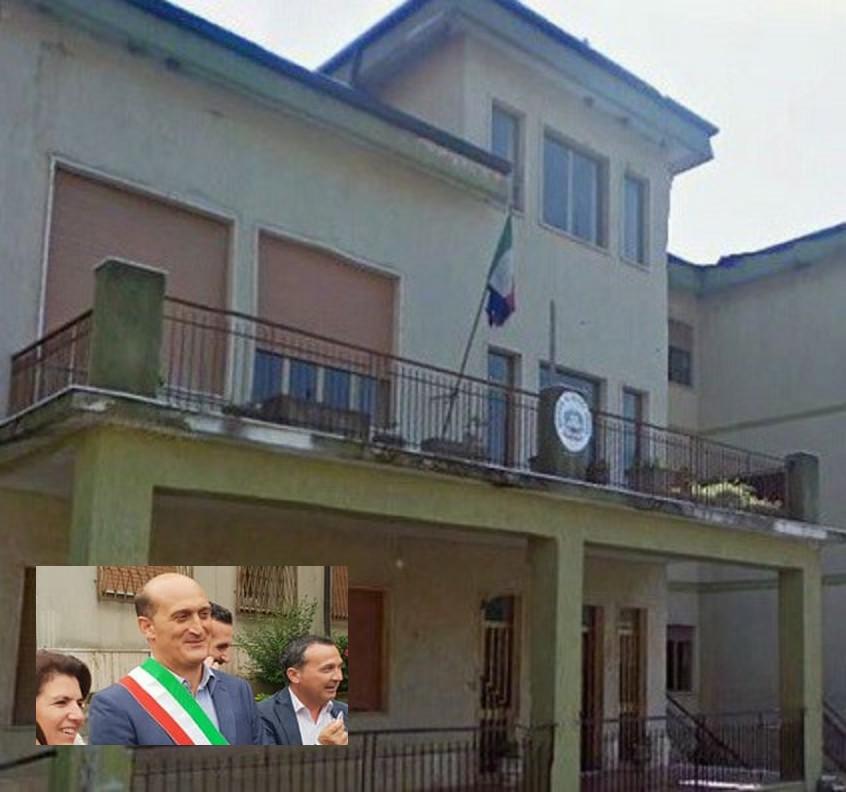 Nocera, dimissioni del sindaco:i sospetti della maggioranza