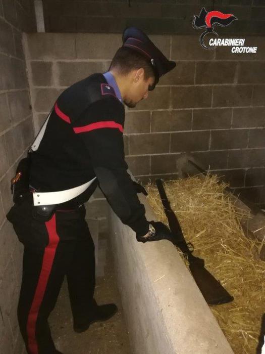 Fucile nascosto in fienile nel Crotonese-LameziaTermeit