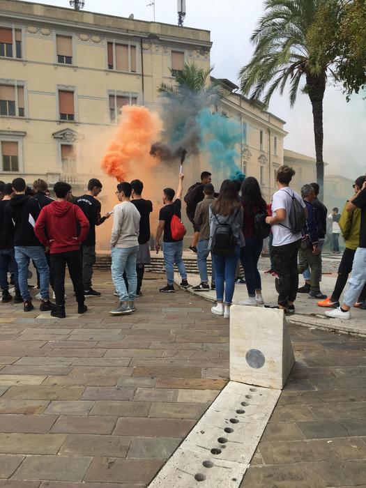 Studenti in piazza a Catanzaro per il cambiamento