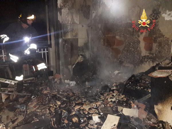 In fiamme un appartamento del centro