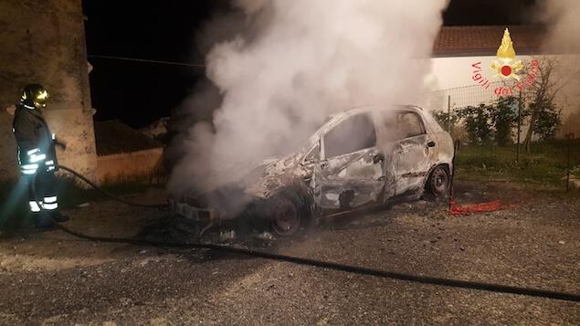 incendio auto Guardavalle superiore