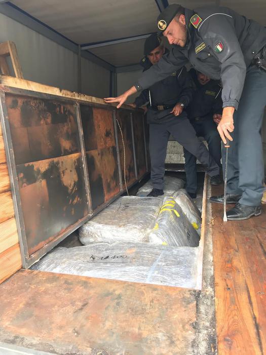 arrestato corriere con 150 chili di droga-LameziaTermeit
