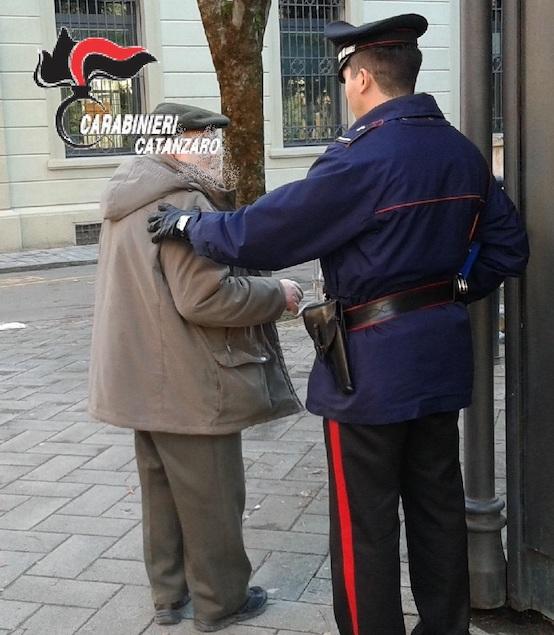 Carabinieri identificano truffatrice, aveva raggirato e derubato un anziano