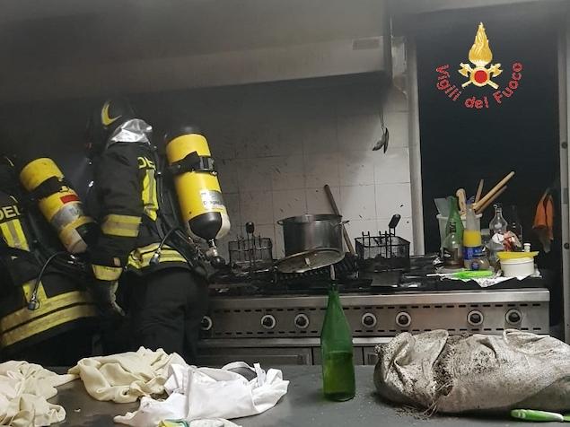 Vigili del fuoco domano incendio nella cucina dell'Hotel Nocera