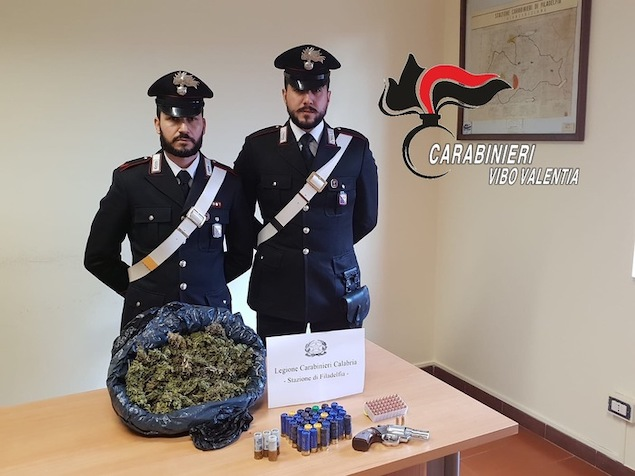 Arsenale e droga trovati da carabinieri nel vibonese