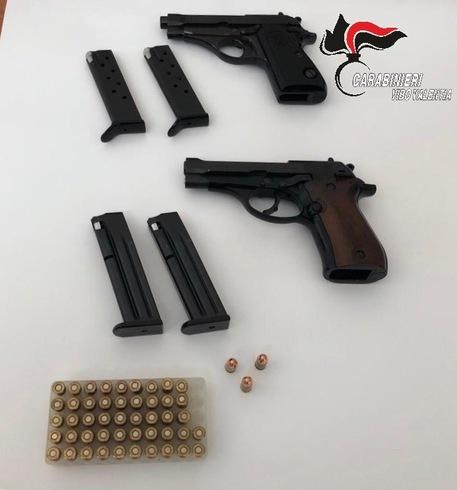 Pistole e munizioni in casa, denunciato