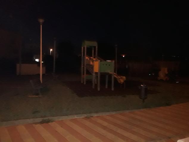 parco giochi Via Degli Itali, luci spente e bimbi lasciati al buio