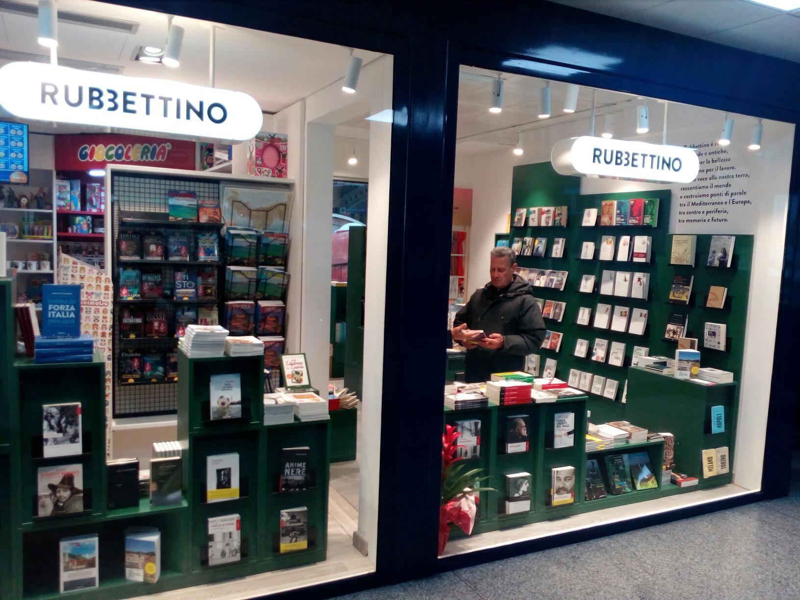 Brindisi per il nuovo bookstore Rubbettino all'aeroporto di Lamezia Terme