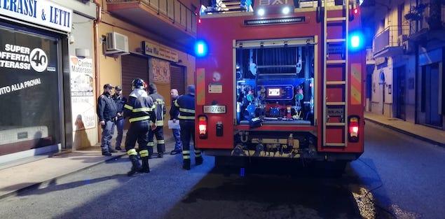 Lamezia. Incendio in un negozio su via Marconi