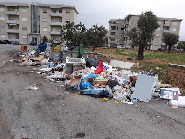 Raccolta rifiuti in tilt, smaltimento nel caos. A Lamezia torna l'emergenza