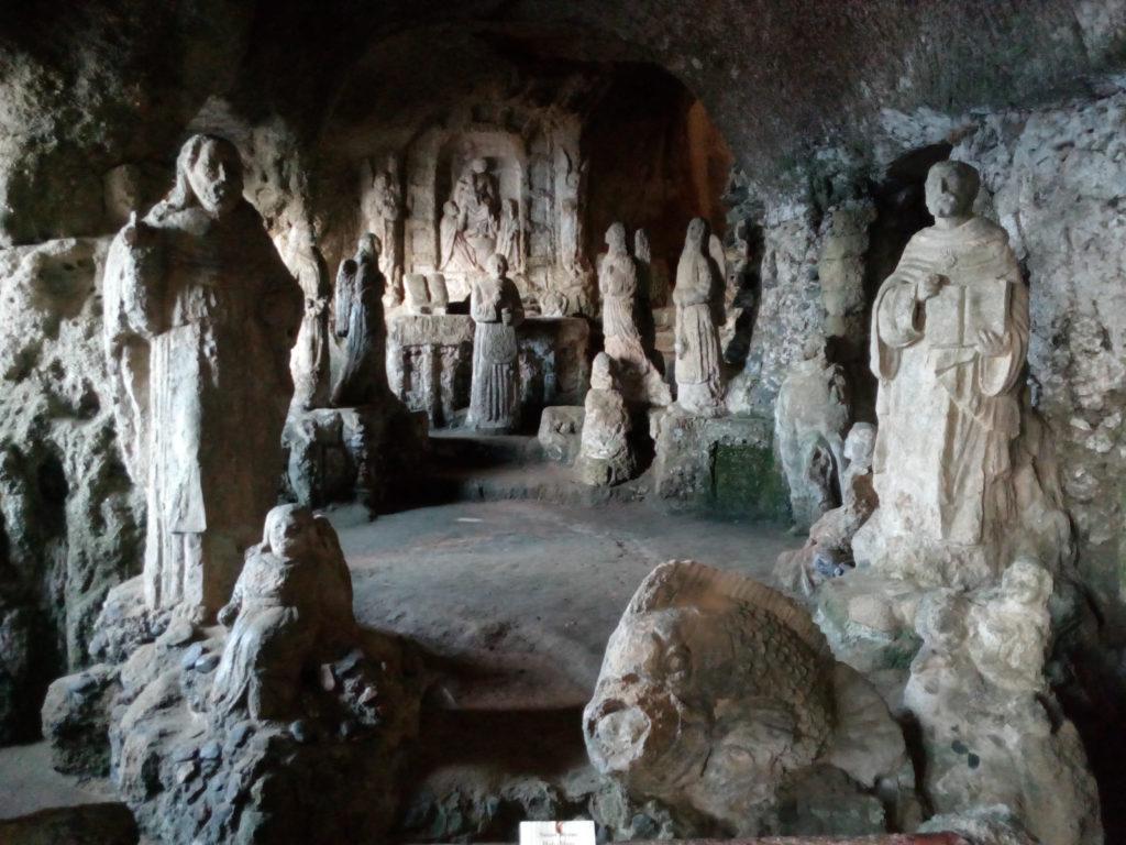 statue chiesa di Piedigrotta di Pizzo Calabro