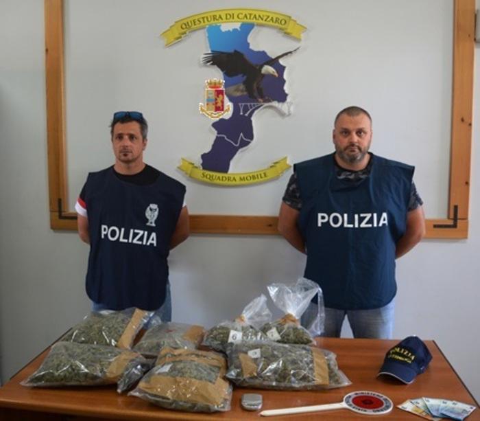Catanzaro. Quasi 3 kg di droga in garage, due arresti
