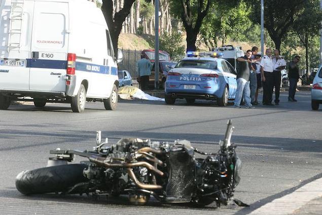 Crotone. Giovane centauro muore in un incidente stradale