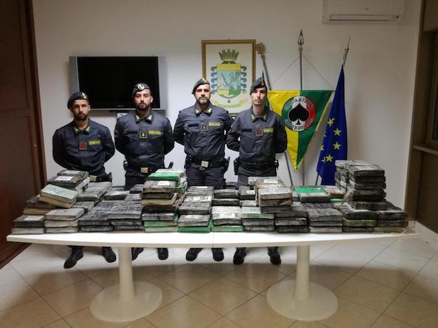 Gioia Tauro (RC). Sequestrati 270kg di cocaina nascosta in cartoni di ananas