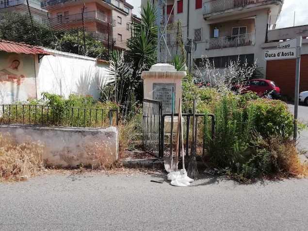 Lamezia. Attivisti Meetup 5 Stelle puliscono la villetta di Via Duca D'Aosta