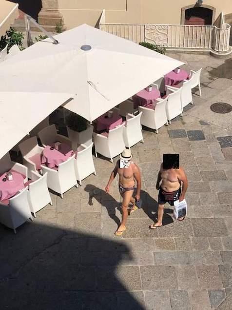 Tropea (VV). Sindaco vieta di girare in costume