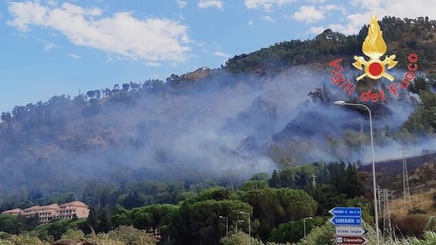 Copanello (CZ). In fiamme collina, evacuato un residence
