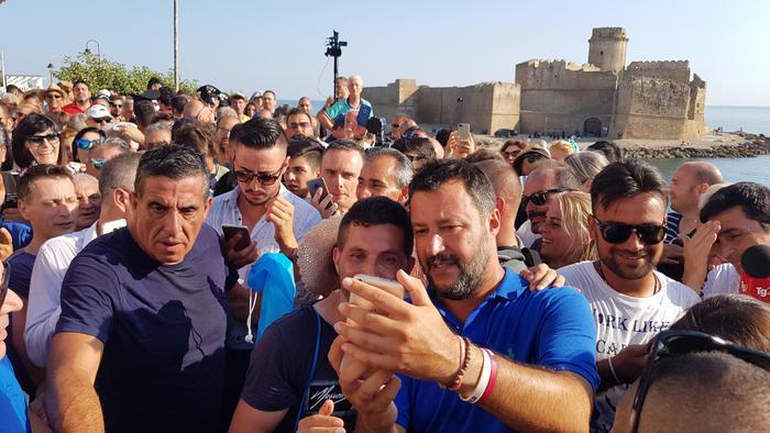 Bagno di folla per Salvini ad Isola Capo Rizzuto