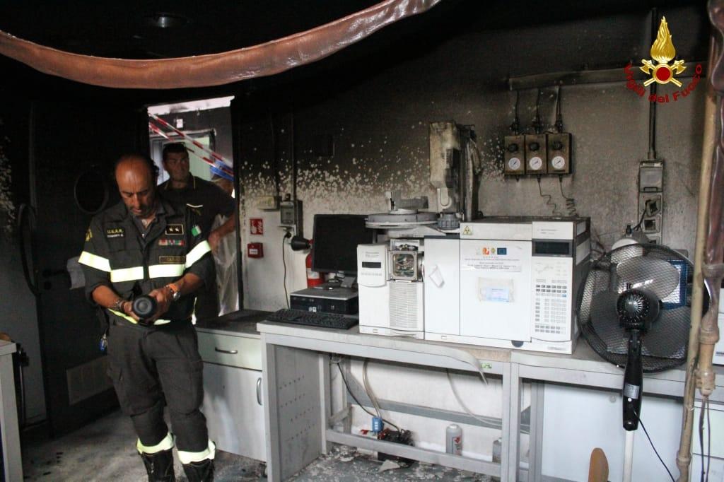 Incendio Arpacal, Vigili del fuoco riconsegnano i locali