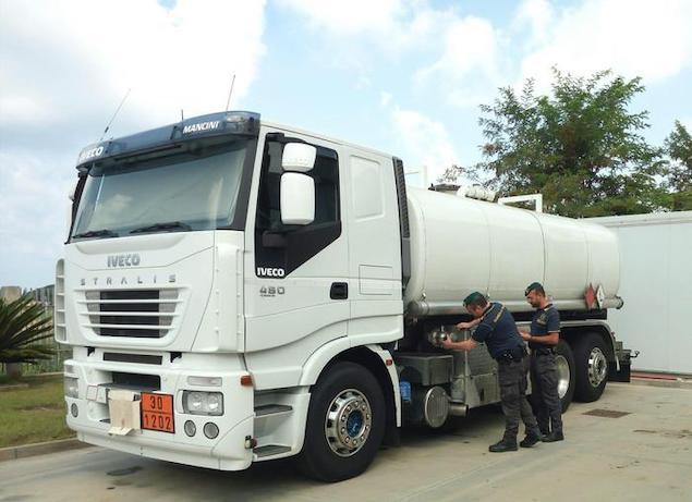 Pizzo (VV). Guardia di finanza sequestra gasolio di contrabbando