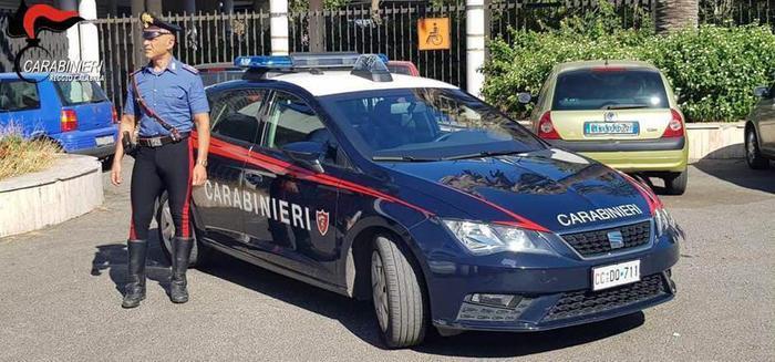 Una pattuglia dell'Arma dei Carabinieri in servizio a Reggio Calabria.