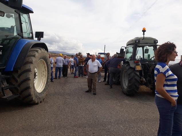 Cassano allo Jonio (CS). Agricoltori bloccano l'accesso alla discarica